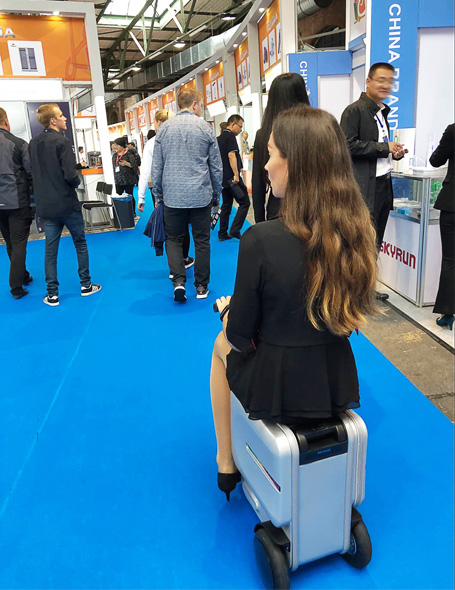 Airwheel Riding suitcase